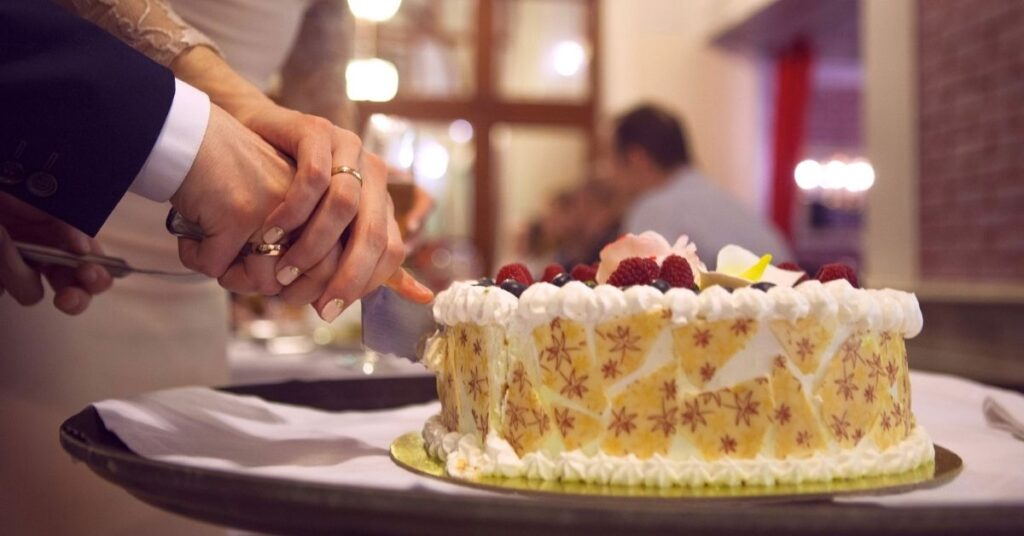 What Is the Best Food to Serve at a Graduation Party?